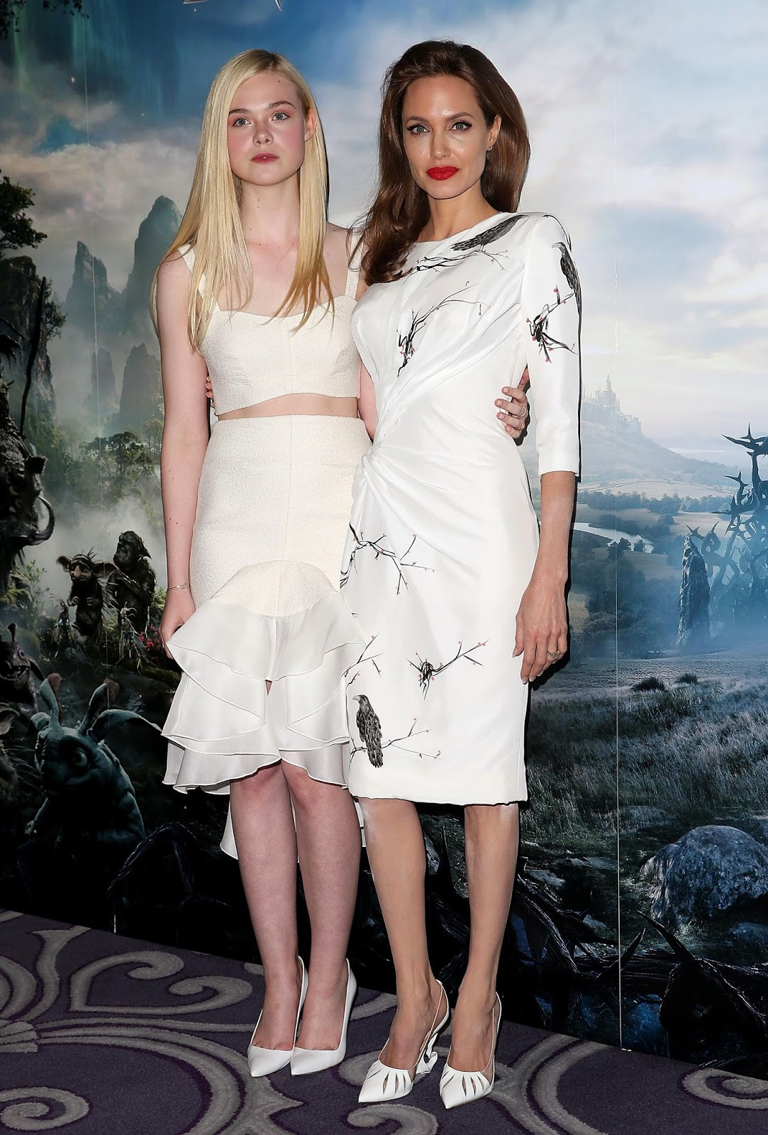 Elle Fanning Maleficient Photocall at  Corinthia Hotel (May 9, 2014) (5)